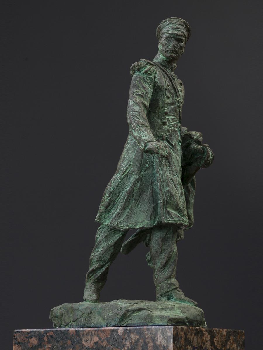 Адмирал Геннадий Невельской. Высота 24 см, бронза