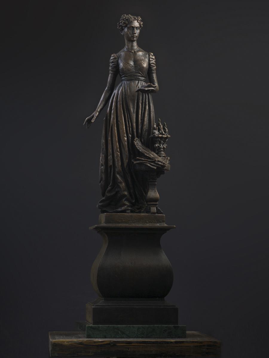 Княгиня Волконская. Высота 78 см, бронза
