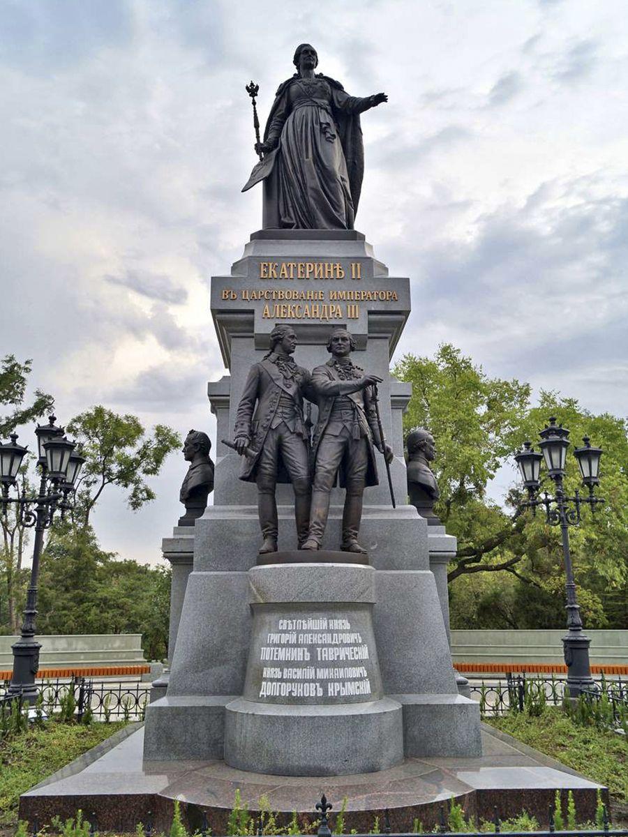 Памятник Екатерине II. Город Симферополь.