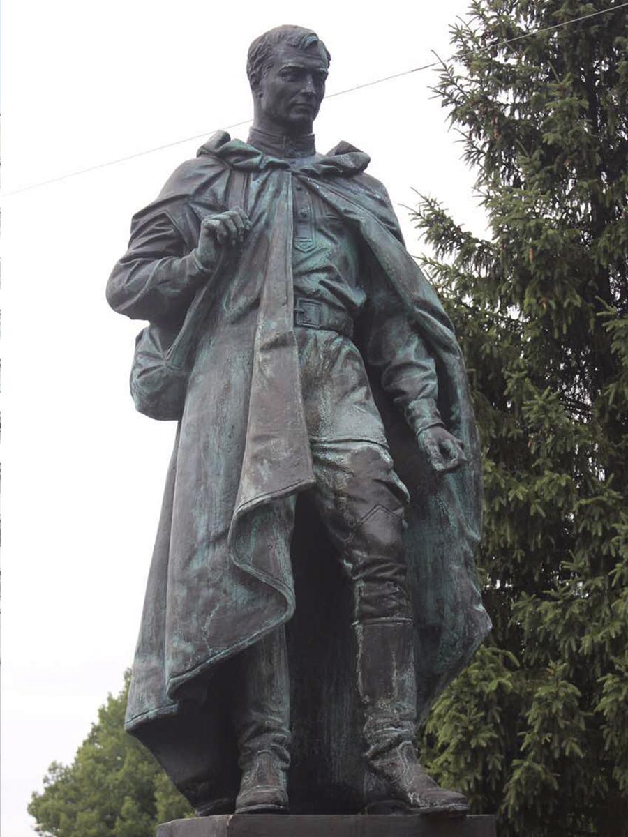 Монумент воинам-землякам. Населенный пункт Молоденово