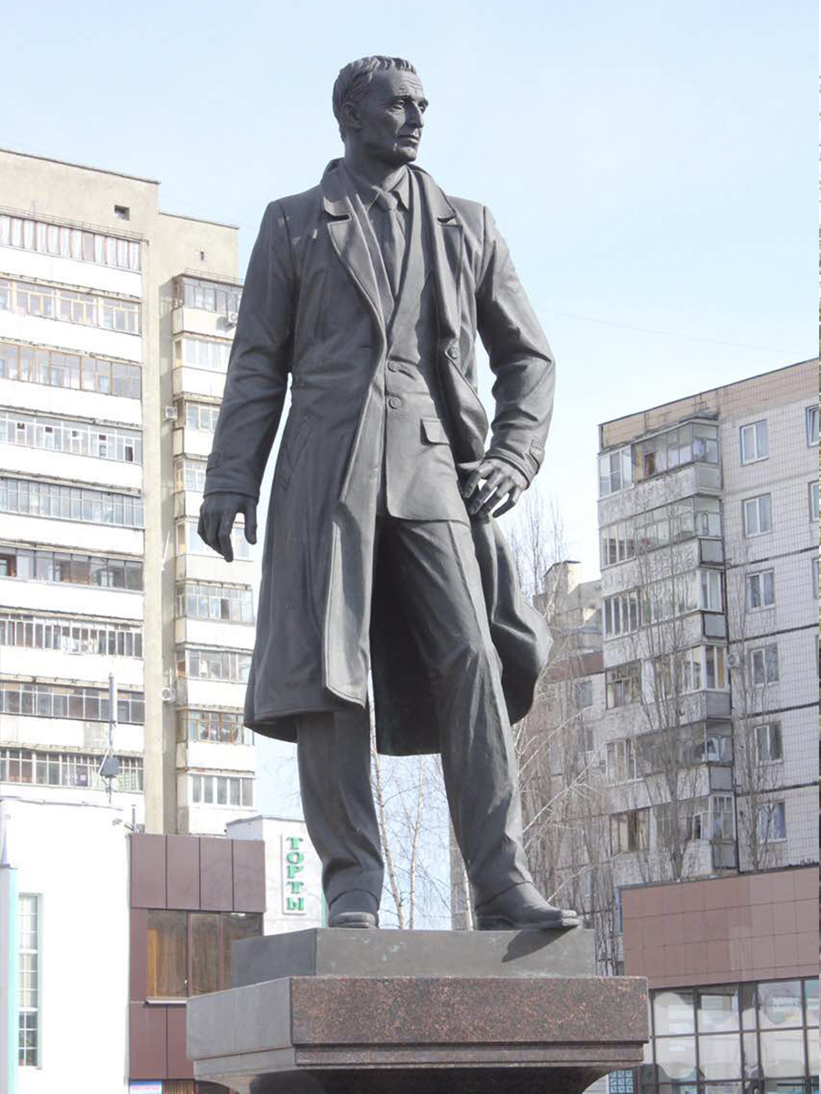 Памятник А.А. Угарову. Город Старый Оскол